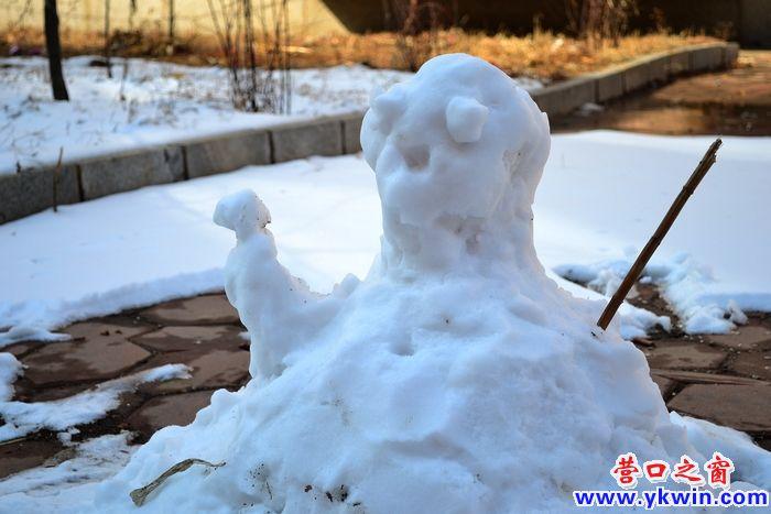 营口市区令人毛骨悚然的雪人
