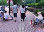 营口:寺外人行道  沦为算命街