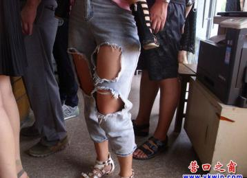 漂亮的少妇穿破裤