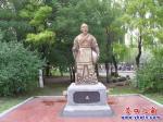 中国古代六位大师塑像熠熠生辉
