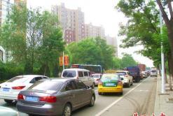 营口太和北街今早发生交通拥堵