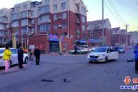 私家车撞上电动车   电动车主重伤入院
