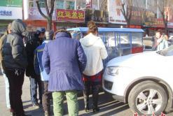营口市公园路:白轿车侧吻红三轮