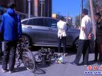 交通事故!电动车撞上小轿车