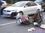 电动车撞轿车两败俱伤