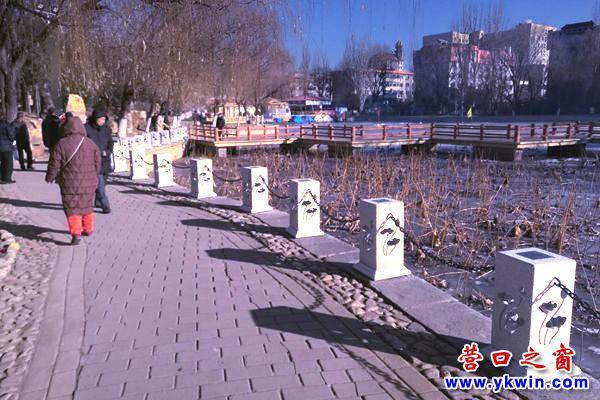 营口楞严寺公园加装荷花灯