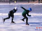 营口:冬日尽享滑冰乐趣