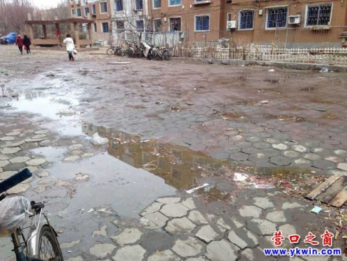 五大门小区一污水遍地臭气熏天求助有人管