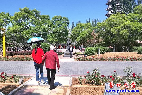 楞严寺公园:加设道板  方便游人