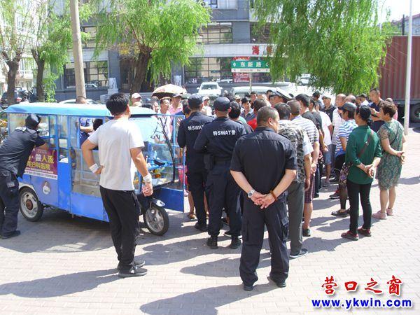 营口市交警特警联袂截获两辆燃油三轮车