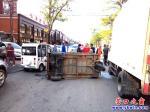 营口市:电动三轮车碰上封闭货车